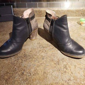 El Naturalista Leather Ankle Boots